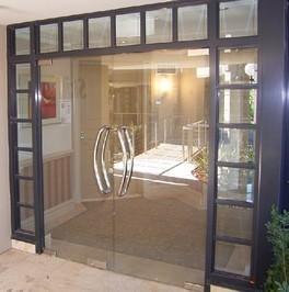 vitrine tremp e pvc industries. Black Bedroom Furniture Sets. Home Design Ideas